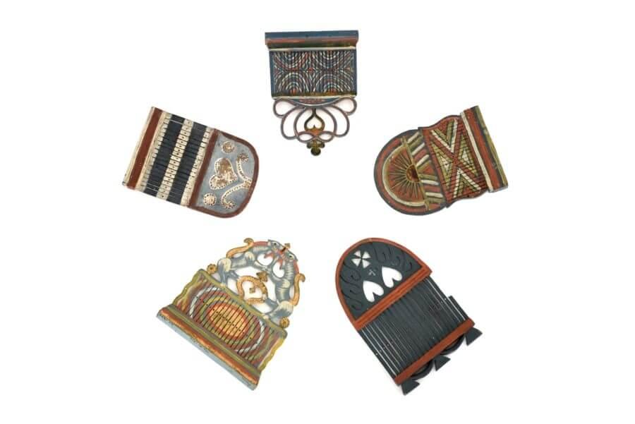 Fem bandgrindar med olika utformning och färgsättning.