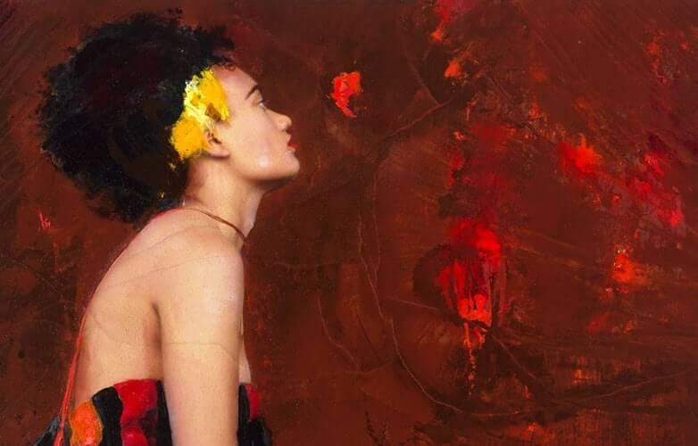 Konstverk föreställande en kvinna i profil med en gul prydnad vid hårlinjen, mot en röd bakgrund.