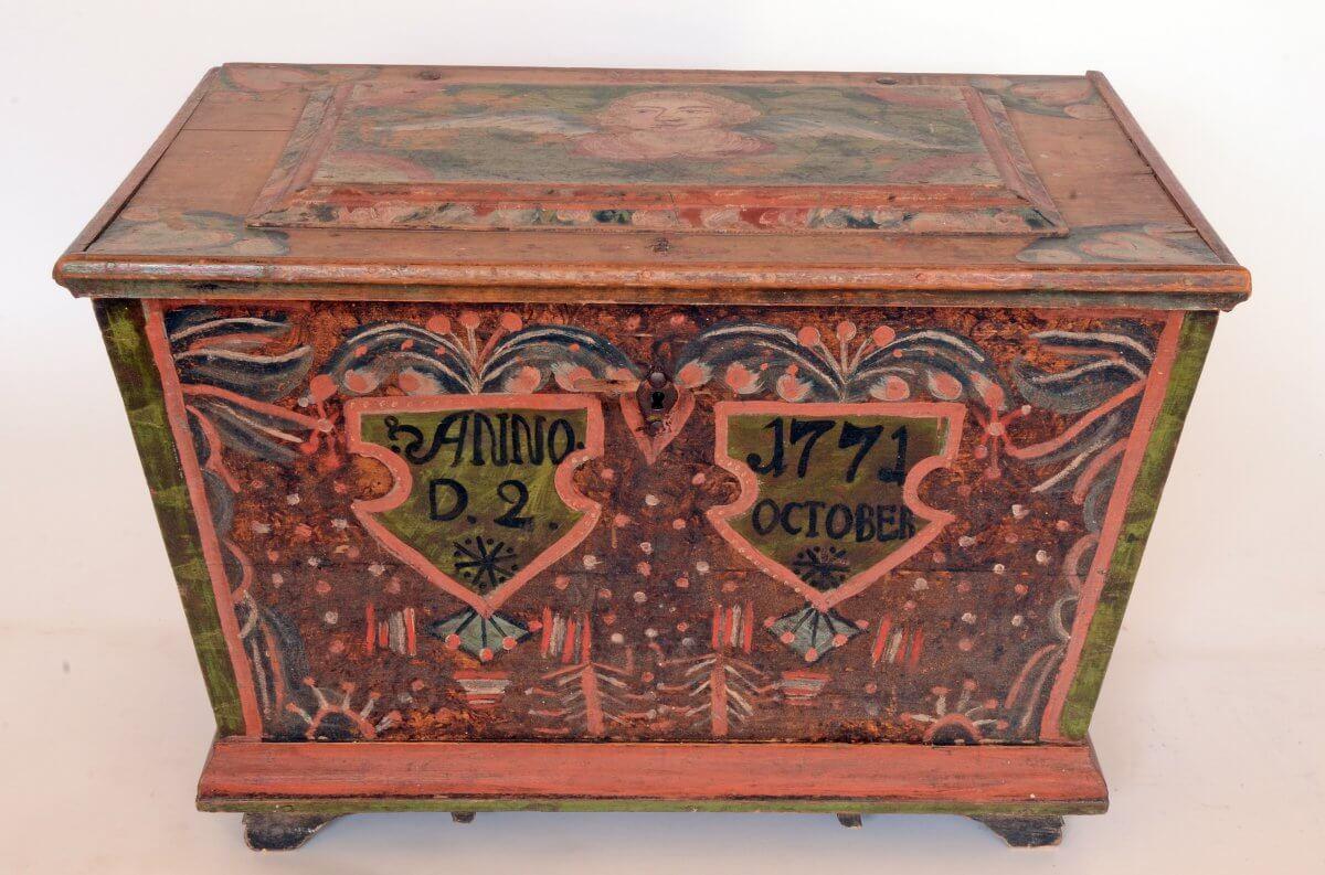 Målad kista från Delsbo