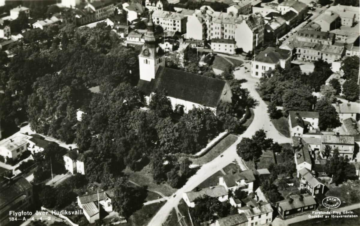 Flygfoto över Hudiksvalls stad.