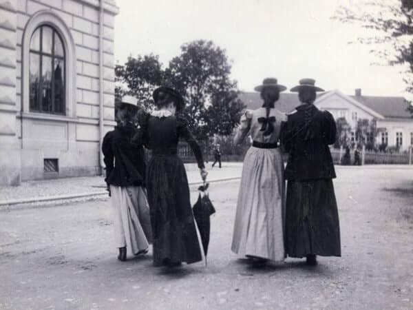 Fyra unga flickor