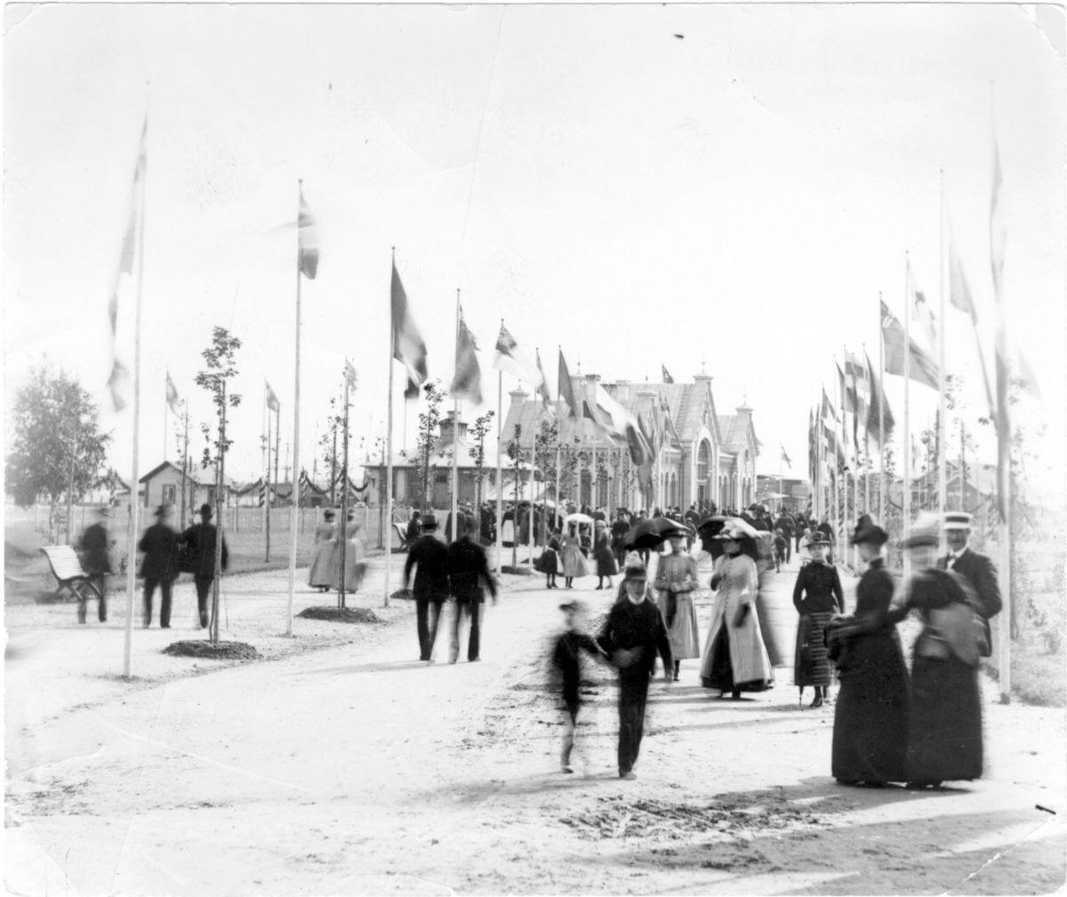 Invigningsfest för järnvägsstationen i Hudiksvall.