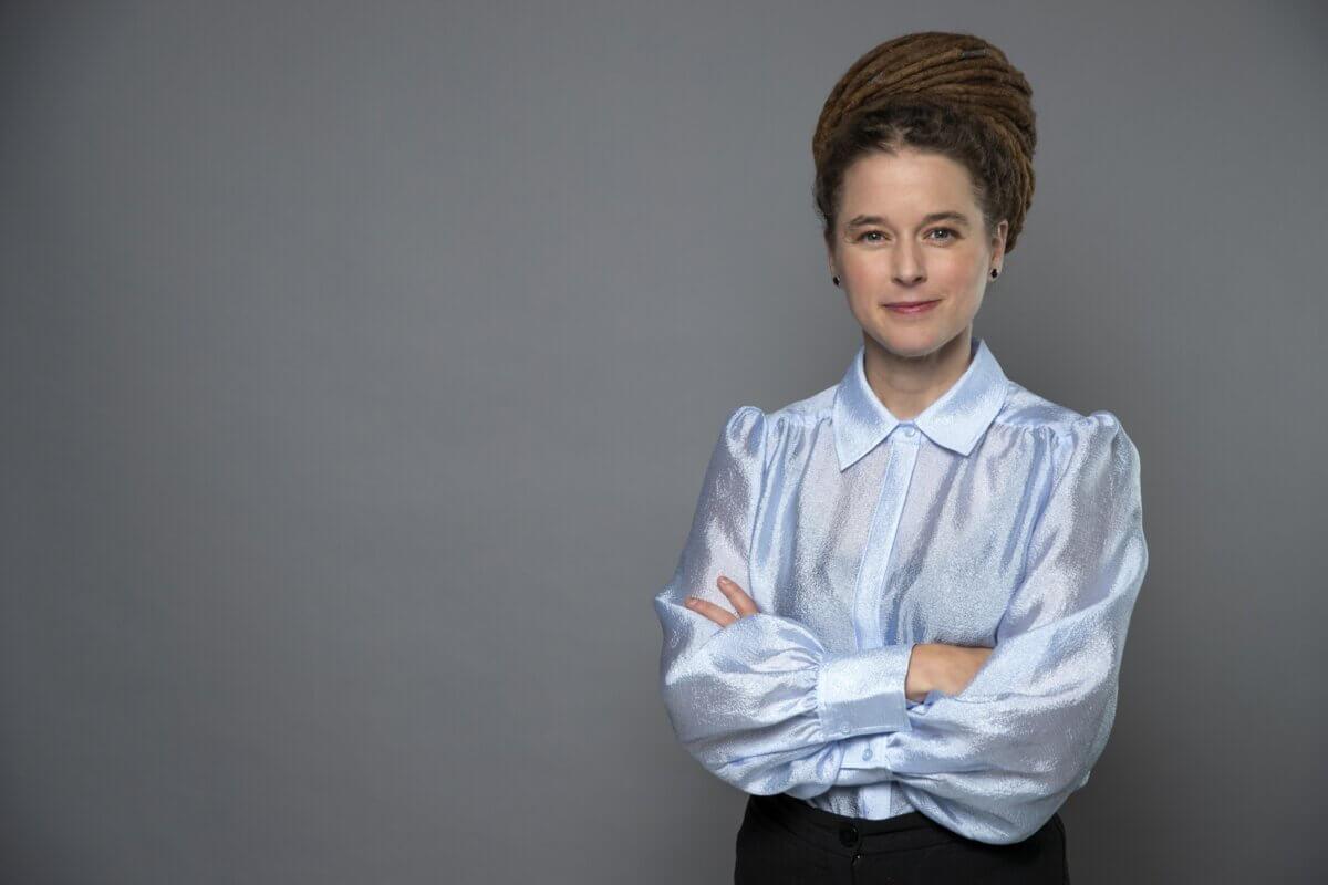 Porträttfoto av kultur- och demokratiminister Amanda Lind