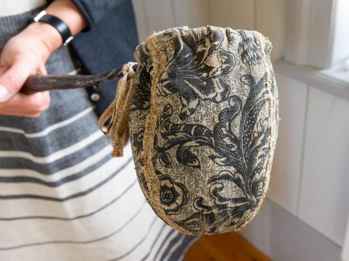 En liten 1600-tals kollekthåv från Kårböle.