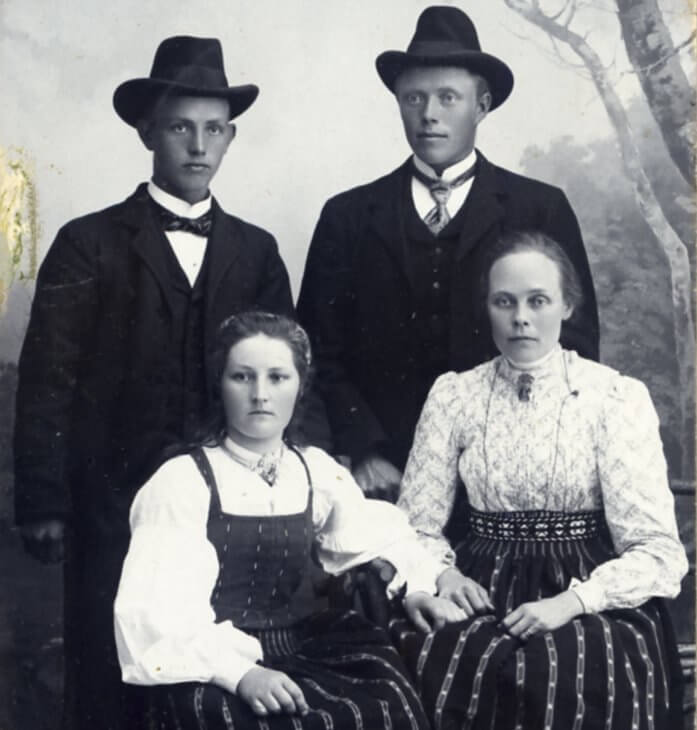 Porträtt av fyra personer.