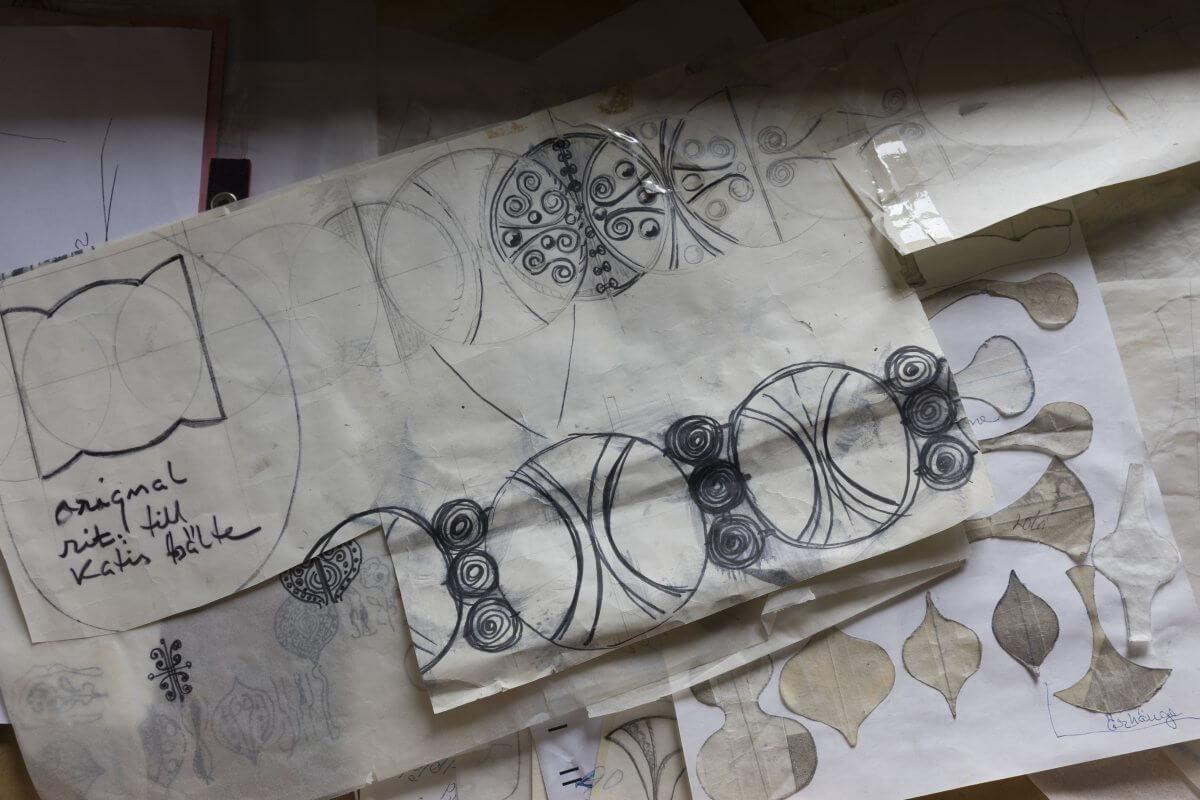 Skisser till smycken utförda av Rosa Taikon.